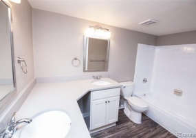 2 Bedrooms, Townhome, Under Contract, W Cross Dr #201, 2 Bathrooms, Listing ID 9674544, Littleton, Jefferson, Colorado, United States, 80127,